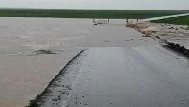 Sağanak yağış nedeni ile yol...