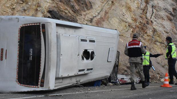 Son dakika haberler: Sivas'ta tünel işçilerini taşıyan midibüs devrildi: 5'i ağır, 15 yaralı