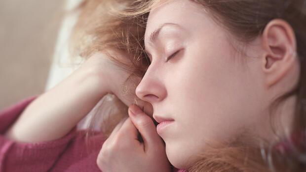 Uyku Eksikliği Cildimize Nasıl Etki Ediyor?