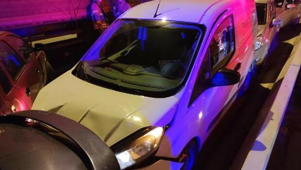 İzmir'de peş peşe 2 zincirleme kaza! 14 araç hasar gördü