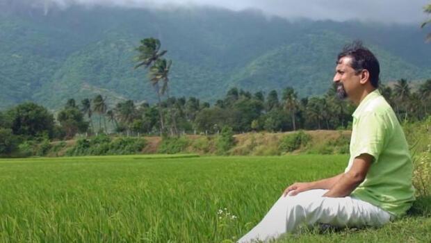 Milyarlarca dolarlık serveti var ama yolu olmayan köyde yaşıyor