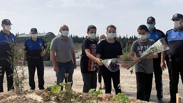 Lösemiden hayatını kaybeden annelerinin mezarına özel izinle gittiler