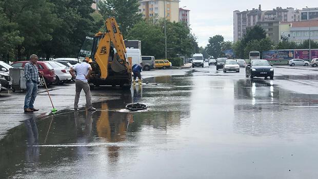 Tekirdağ'da sağanak yağış! Yollar göle döndü