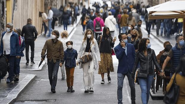 İtalya'da Covid sertifikası şartının ardından aşı randevularında patlama yaşandı