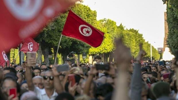 Tunus'ta 5 siyasi parti Said'in kararlarına karşı çıkıyor