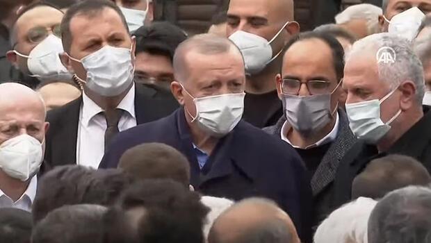 Cumhurbaşkanı Erdoğan İstanbul'da iş insanı Ahmet Gür'ün cenazesine katıldı thumbnail