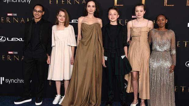Angelina Jolie çocuklarıyla galada: İki kızı da şaşırttı