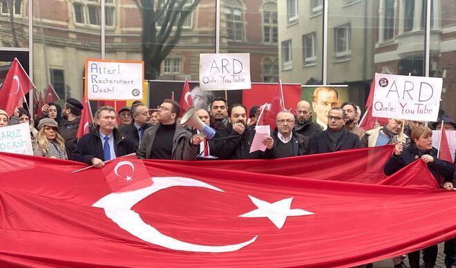 ARD'nin densiz belgeseline her yerde protesto