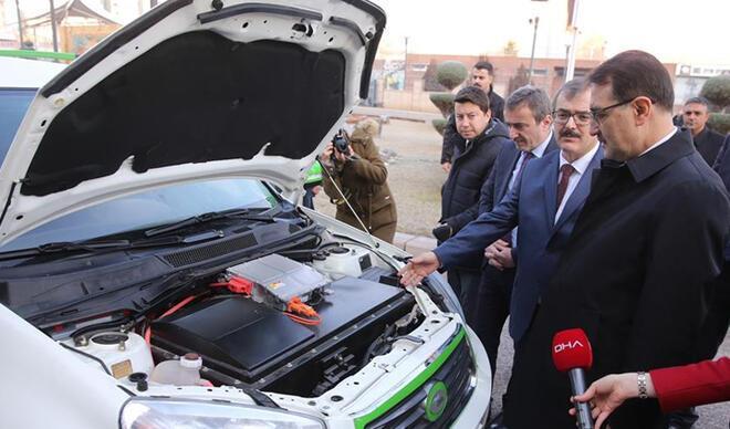 Bakan Dönmez, hidrojen yakıtlı otomobili test etti