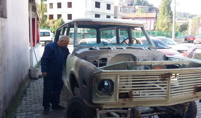 23 yıl önce Pala'ya satmıştı... 28 ayda hurda haldeki arabayı topladı