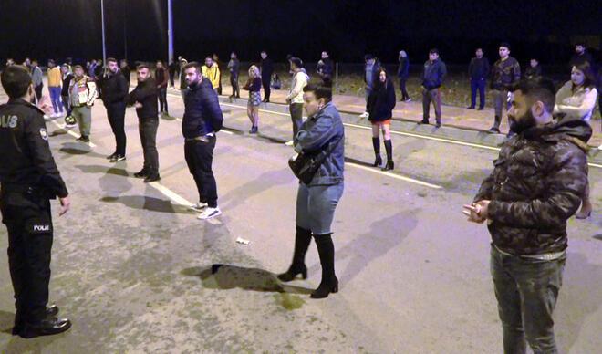 Antalya'da skandal parti! Polis tek tek sıraya sokup ceza kesti...