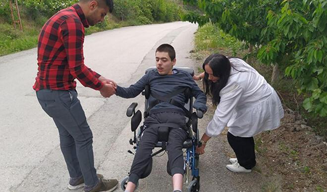 Fransa'daki gurbetçiden, Yusuf'a tekerlekli sandalye