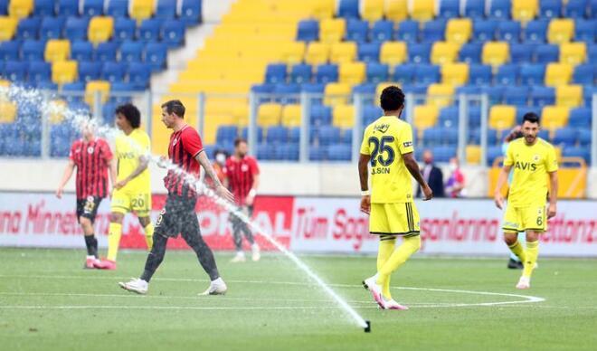 Gençlerbirliği - Fenerbahçe maçında fıskiye sürprizi! Zor anlar...