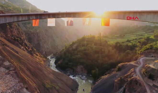 Son dakika...  Türkiye'nin en yükseği açıldı! İşte merakla beklenen köprünün özellikleri