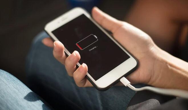 iPhone 12'nin kutusundan sadece şarj kablosu çıkacak