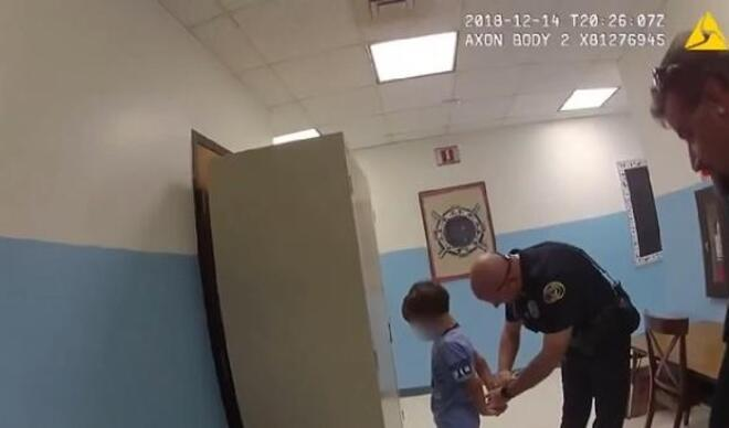 Bu görüntüler infial yarattı... ABD polisinden engelli çocuğa ters kelepçe!