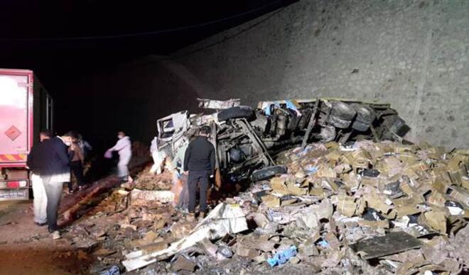Erzurum'da dinamit yüklü kamyon kaza yaptı! İki kişi öldü