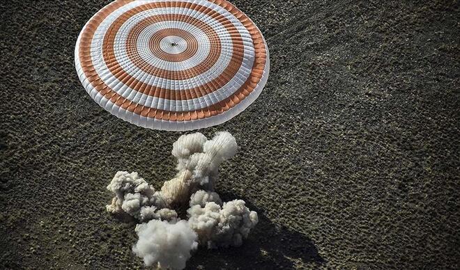 6 aydır görev yapan Soyuz MS-16 kapsülü dünyaya indi