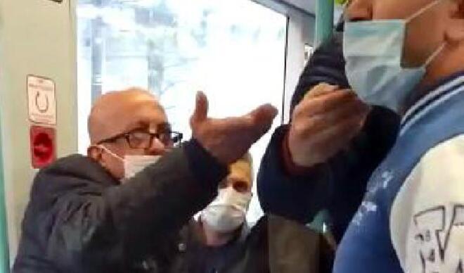 """Tramvayda maske için uyaran kişiye """"Neyin peşindesin?"""" diye bağırdı"""