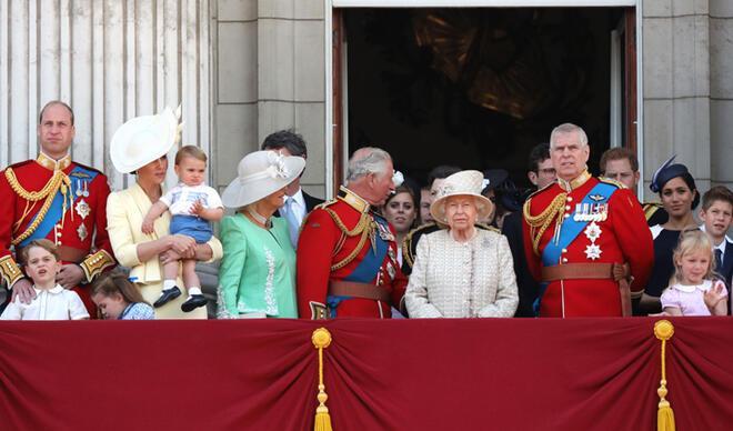 Eski çalışanı Kraliçe Elizabeth'i soyduğunu itiraf etti