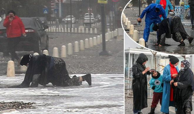 Antalya'da inanılmaz anlar! Dev dalgalar yola savurdu….