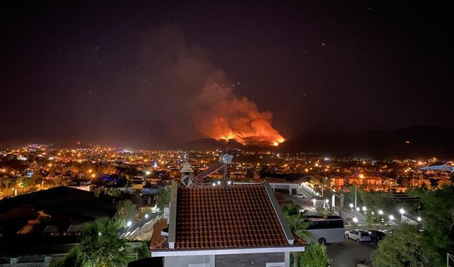 Fethiye'de korkutan yangın! Halk seferber oldu