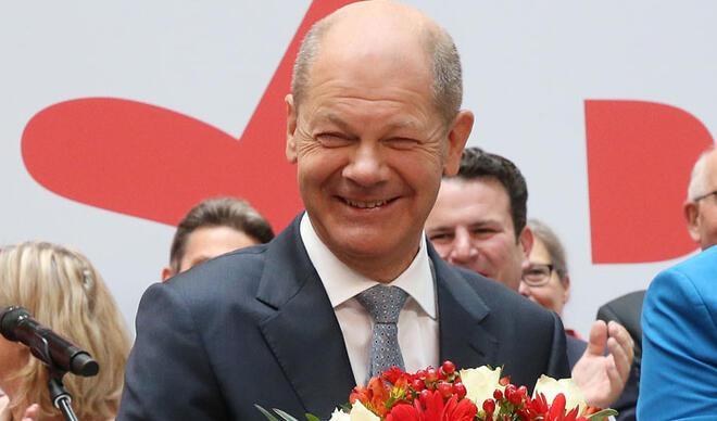 Scholz'dan Yeşiller ve FDP ile koalisyon atağı