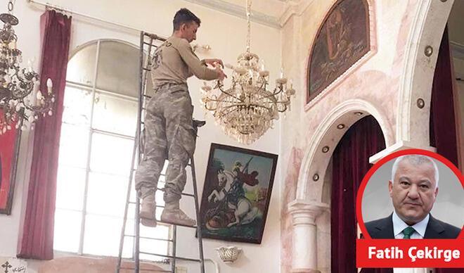 Onlar üzerine bomba atıyor, bakın Mehmetçik ne yapıyor