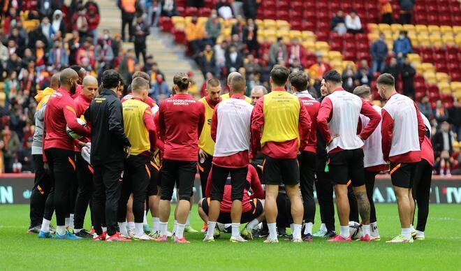 Galatasaray'da Beşiktaş derbisi öncesi taraftara açık idman!