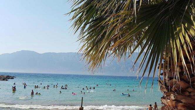 Dünyaca ünlü Kleopatra Plajı misafirlerini bekliyor