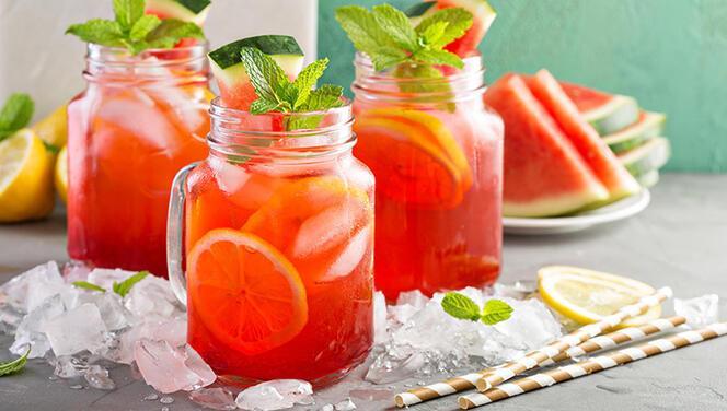 Limonataya renk ve lezzet takviyesi: Karpuzlu limonata