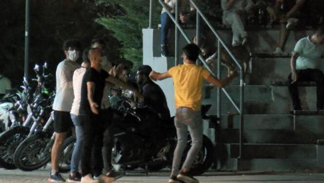 Bursa'da sosyal mesafe ve maske unutuldu; parkta horon oynandı