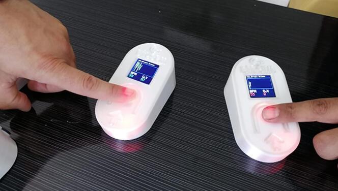 Kandaki oksijen ve nabzı aynı anda ölçen oksimetre