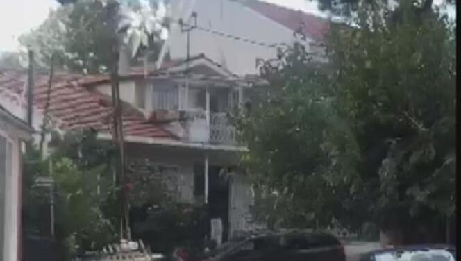 Sarıyer'de koca dehşeti: Eşinin sığındığı baba evine aracıyla defalarca çarptı