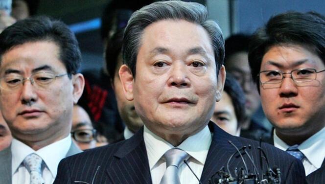 Samsung'un en tepesindeki isim hayatını kaybetti