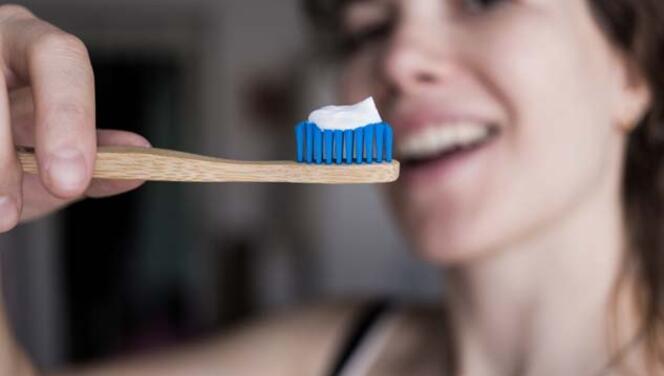 Diş Fırçalamak Koronavirüsten Korur mu?