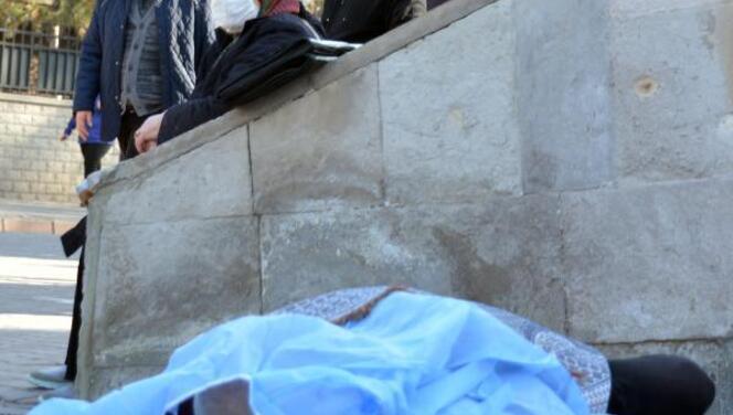 Kayseri'de yürek burkan kare... Gözyaşlarına boğuldu