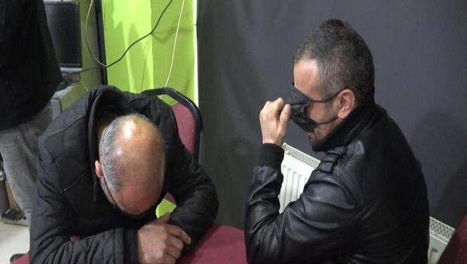 Yakalanınca maske ile gözlerini kapattılar