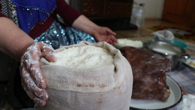 Oğlak derisinde yaşatılan geleneksel lezzet: Bükdere küflü katık peyniri