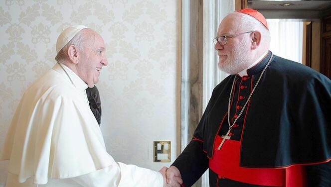 Papa istifasını kabul etmedi