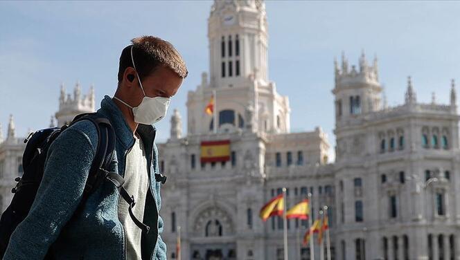 İspanya'da açık alanda maske takma zorunluğu kaldırılıyor