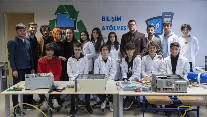"""Köy okullarına """"Gönül Köprüsü"""" kurdular"""