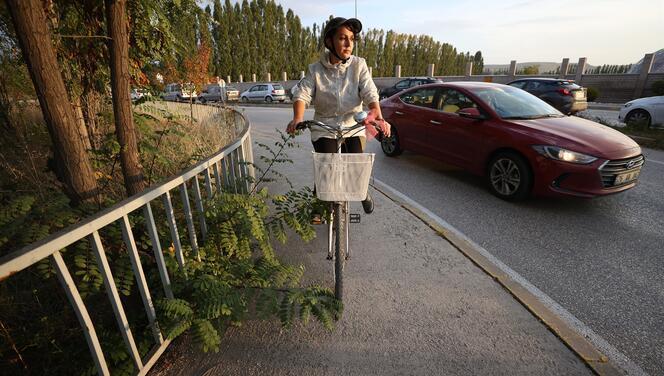 Bisikletli öğretmen