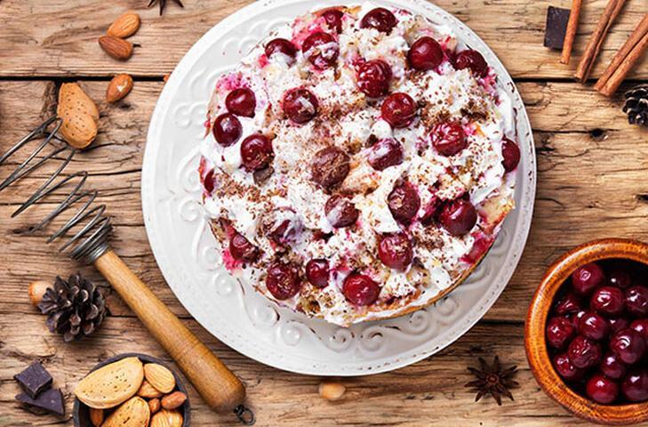 Yaz günlerinin tatlı ekşi lezzetleri kırmızı meyveler ile nefis tatlı tarifleri hazırladık