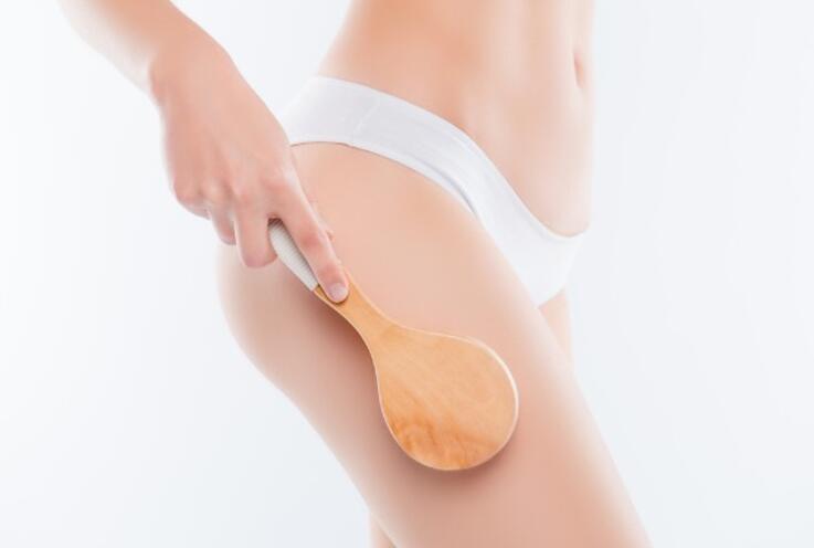 Kuru fırçalama nedir, ne zaman ve nasıl yapılır? Kuru fırçalama yapmanın vücuda faydaları