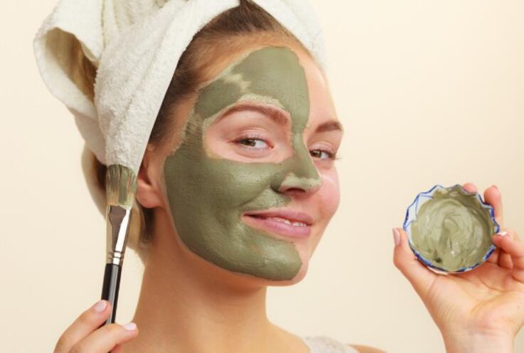 Kil Maskesi Nasıl Yapılır, Ne İşe Yarar, Faydaları Nelerdir? Kil Maskesi Yapımı ve Uygulanışı