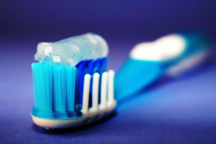 3. Diş fırçasını çok uzun süre kullanmak
