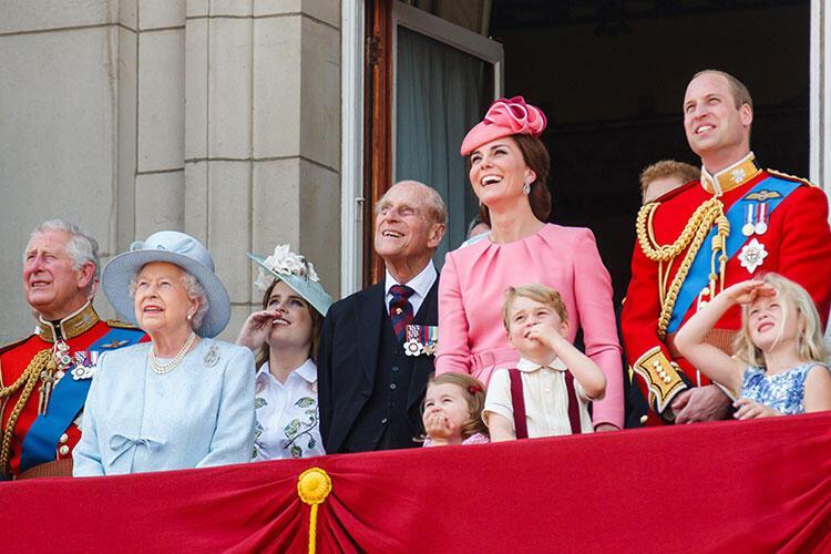 Kraliyet ailesi üyeleri seyahatte deniz ürünleri yiyemezler