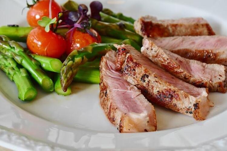 3- Yanlış: Et ağırlıklı beslenerek daha hızlı kilo veriyorum