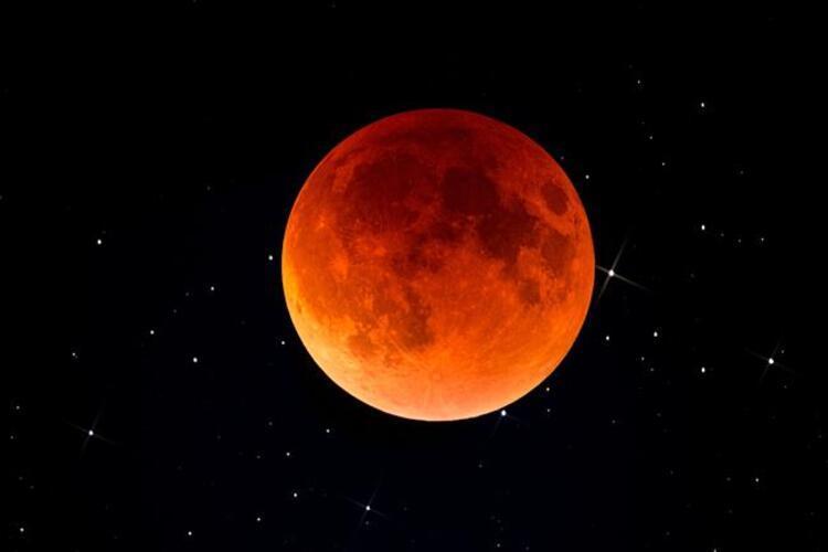 """17 Temmuz 2019 akşamı gerçekleşecek olan """"Parçalı Ay Tutulması"""" tüm Türkiye'den takip edilebilecek. Tamamı gözlemlenebilecek bu tutulma Türkiye saati ile 21.43-03.18 saatlerinde gerçekleşecek. Saat 00.31'de tutulma ortasında ayın yaklaşık yüzde 65'i dünyanın gölgesinde kalacak. Bu tutulma, aşktan iş yaşamımıza kadar hayatımızı önemli bir ölçüde değiştirecek etkiler barındırıyor. Uzman Astrolog Aygül Aydın tek tek burçlara etkilerini açıkladı İŞTE PARÇALI AY TUTULMASININ BURÇLARA ETKİLERİ..."""